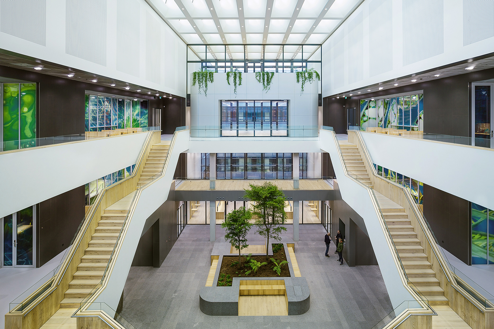 Faculteit-TNW-atrium-met-boombak